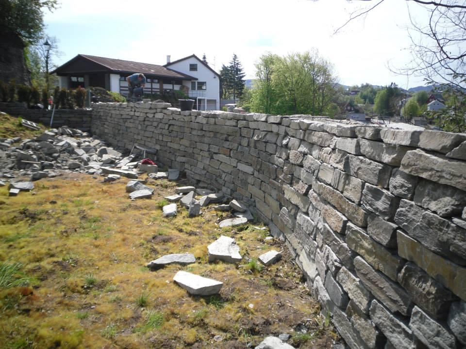 Natursteinvegg Murmestrene Knudsen og Olsen